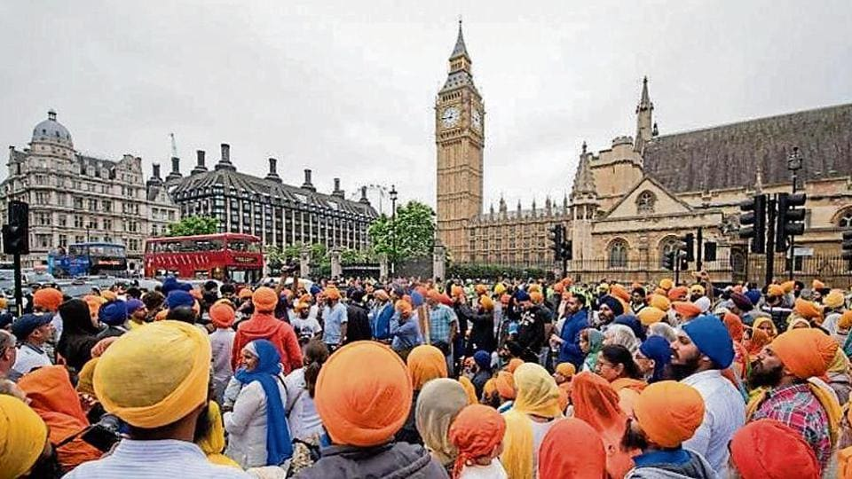 A Sikh congregation near London Bridge. The All Party Parliamentary Group for British Sikhs, alongside the Sikh Federation UK, are leading calls for the change.