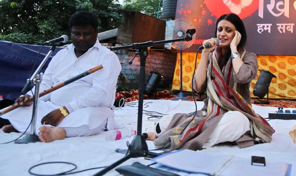 Singer Sonam Kalra performed Sufi songs to spread the message of equality.