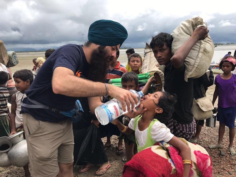 Sikh volunteers are providing langar to Rohingya Muslim refugees on Bangladesh-Myanmar border.