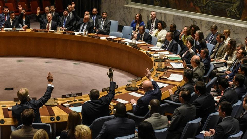 Ambassadors to the UN voted during a UN Security Council meeting with North Korea's recent missile tests as agenda in New York City, on September 11, 2017. The US-drafted resolution was passed unanimously, just one month after the Security Council decided to ban exports of coal, lead and seafood in response to Pyongyang's launch of an intercontinental ballistic missile (ICBM) that appeared to bring much of the US mainland into range. (Stephanie Keith / REUTERS)