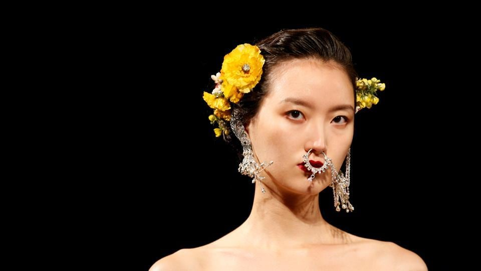 Naeem Khan's Spring/Summer 2018 collection had accessories like nath and delicate silver and florals.