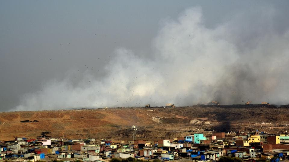 Fumes and odour from the Deonar dump yard caused respiratory ailments among locals. In Bengaluru, groundwater contamination around Mandur landfill made residents ill and damaged crops. (Prashant Waydande / HT Photo)