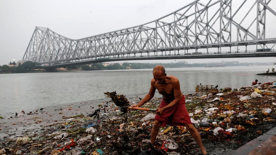 Landfills stink and present serious health and ecological hazards. The Waste Atlas 2014 quoted a study by National Environmental Engineering Research Institute (NEERI) stating that people living in neighbourhoods abutting the Deonar dump in Mumbai were exposed to formaldehyde, a carcinogenic compound. (Danish Siddiqui / Reuters)