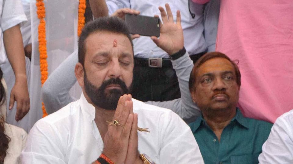 Sanjay Dutt performs Pind-daan rituals of his father Sunil Dutt and mother Nargis at Rani Ghat in Varanasi on Wednesday.