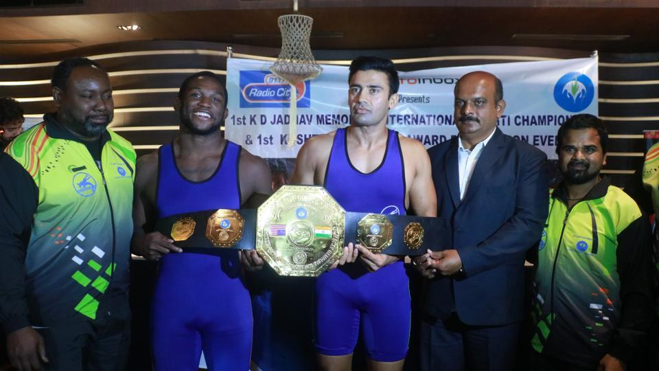Sangram Singh (third left) and Kevin Radford (second left) during their face-off ahead of the KD Jadhav Memorial International Wrestling Championship.