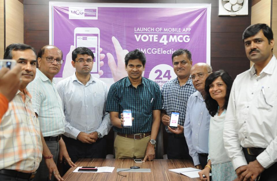Officials at the launch of the mobile application on Thursday.