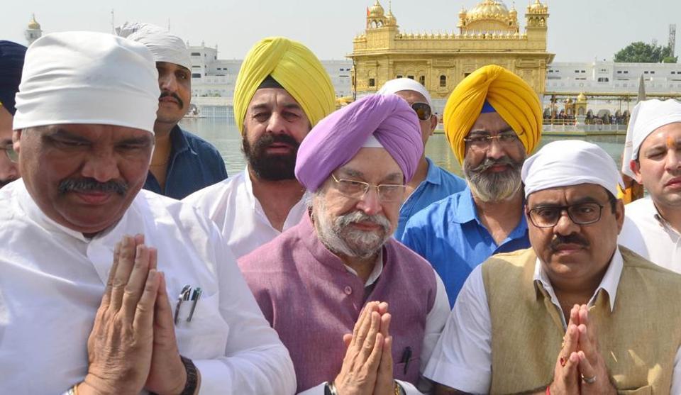 Union minister Hardeep Singh Puri (C) with  Punjab BJP chief Vijay Sampla (L) and  BJP national secretary Tarun Chugh (R) paying obeisance at Golden Temple, Amritsar on Thursday.