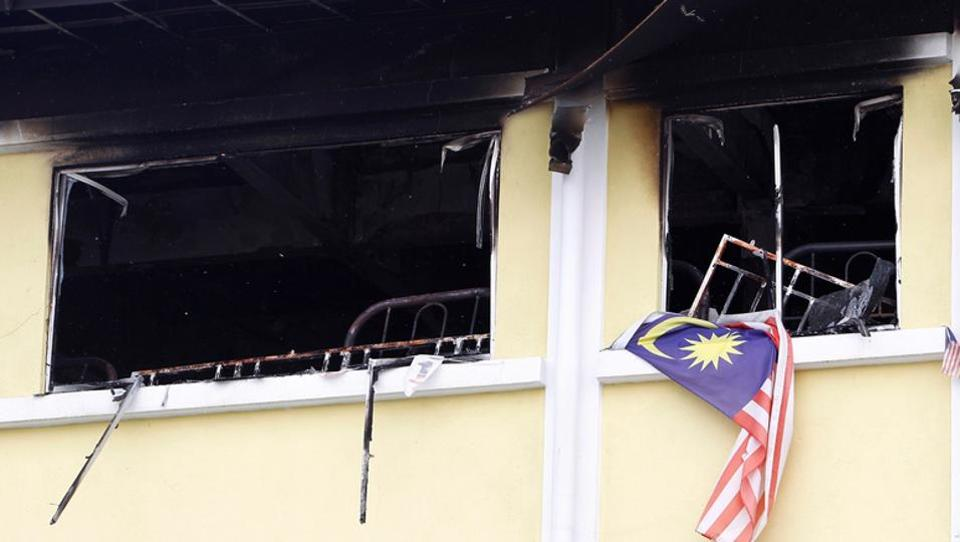 The blaze broke out before dawn in the two-storeyed building, Tahfiz Darul Quran Ittifaqiyah, located in the centre of the capital Kuala Lumpur. (Lai Seng Sin  / REUTERS)