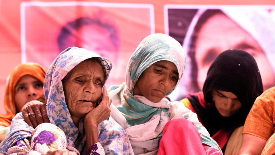 Anguri Begum, mother of Pehlu Khan, protests demanding justice for her son at Jantar Mantar in New Delhi.