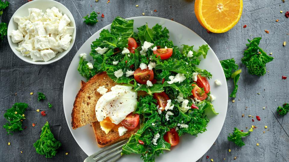 An increased frequency of meals, consumed at regular times, may be more helpful for reluctant or unsuccessful dieters.