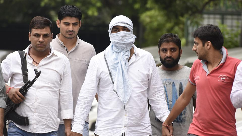 Sonu was on his way to Delhi from Mandi in Himachal Pradesh when special cell sleuths arrested him on Thursday. Officials believe that Sonu was coming to Delhi to kill his cousin sister since he is still bitter about the marriage.