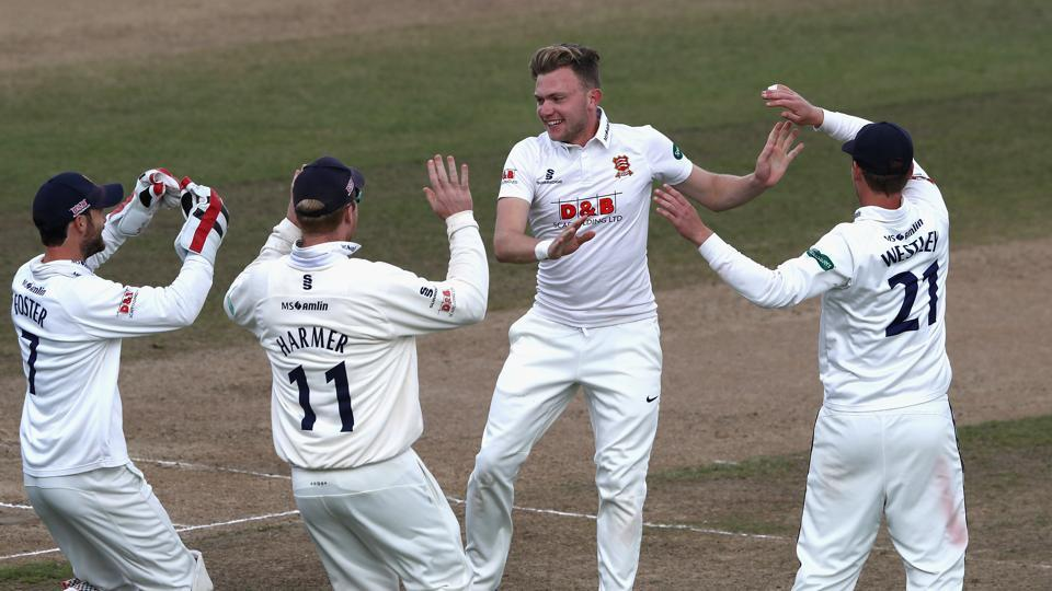Essex are closing in on their first County Championship in 25 years but their title will be confirmed only after the result of the Lancashire vs Somerset game.
