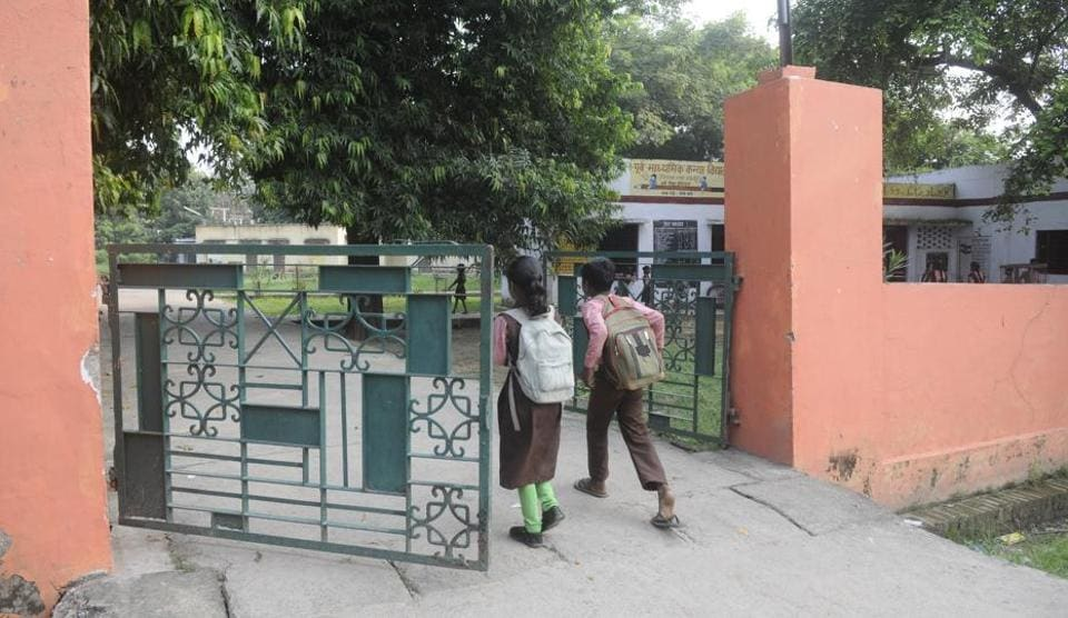 There is no guard at the Nirala Nagar Upper Primary school.