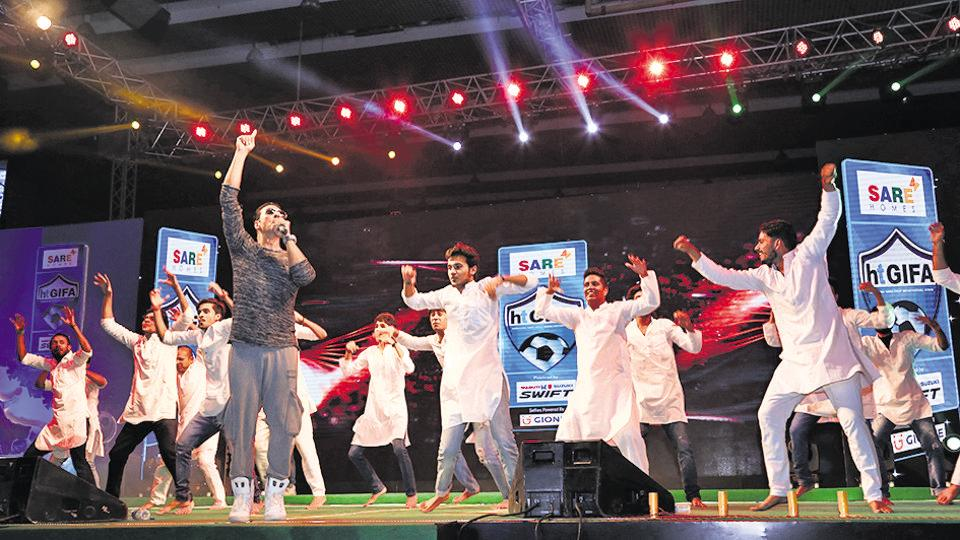 The Khiladi of Bollywood, Akshay Kumar, will be present at the opening ceremony.
