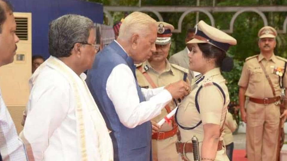 Roopa Moudgil receiving the President's Medal for Meritorious Service at Raj Bhavan in Bengaluru on September 16, 2017.