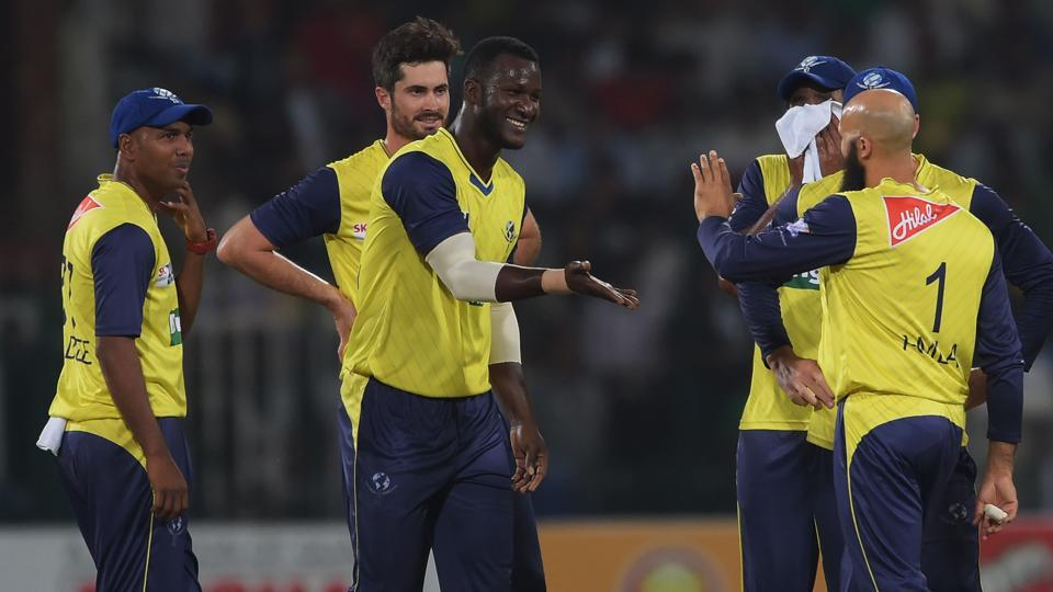 Darren Sammy snubbed Cricket West Indies chairman Dave Cameron during the presentation cerermony after the end of the series between Pakistan and ICCWorld XI in Lahore.