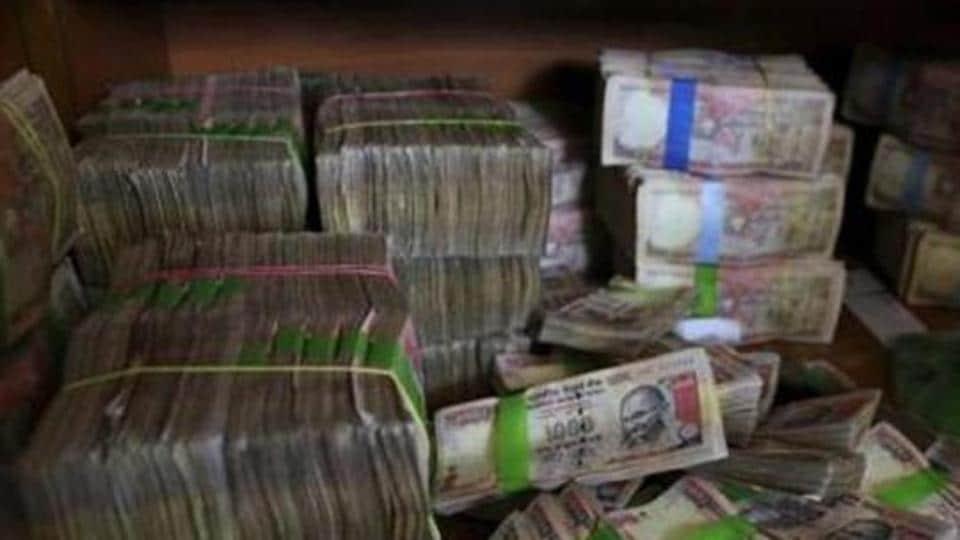 Goa: Chandrakant Kavlekar's wife also booked for abetting crime in DA case