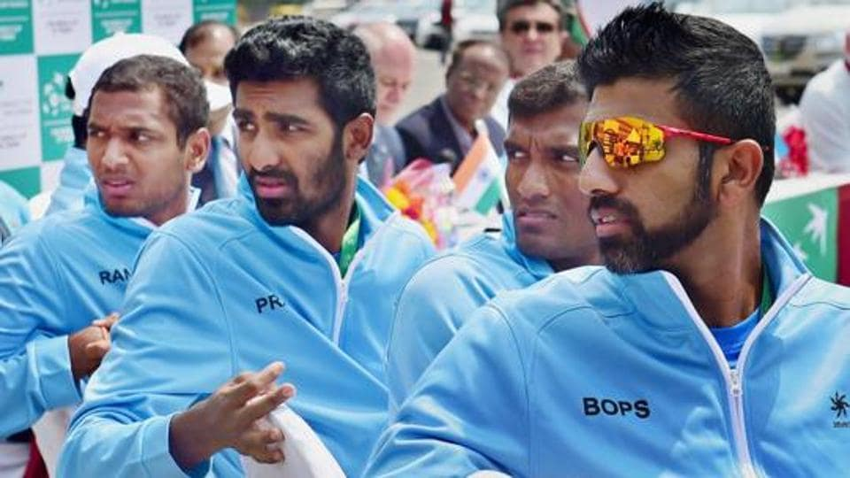 India will now bank on Rohan Bopanna (R) to come through when he and Purav Raja (not pictured) take on Vasiv Pospisil and Daniel Nestor in doubles action on Sunday.  (PTI)