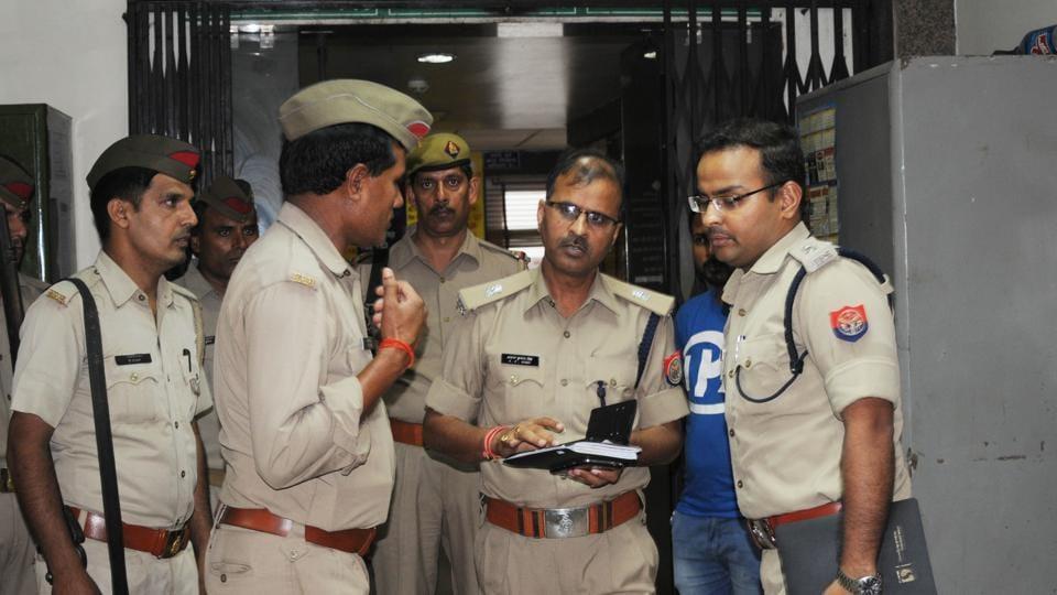 Noida,robbery,murder