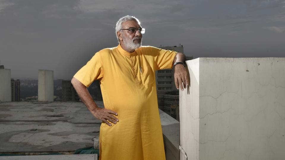 Jagdish Rai Bhatia, a real estate business man who becomes a star as soon as he steps out of his home. People rush to take selfies with him but he is no celebrity, just an ordinary man. White hair, trimmed beard, kurta - churidaar and the Nehru jacket -- looks that resembles of the most powerful man in India, Prime Minister Narendra Modi. (Raj K Raj/HT Photo)