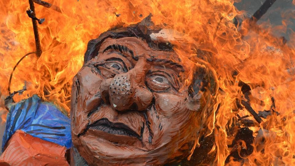 Anti-US protesters burn an effigy of Philippine President Rodrigo Duterte during a rally near the US embassy in Manila on September 15, 2017. The protesters marched to the US embassy to commemorate the Philippine Senate's voting on September 21, 1991 to end the continued stay of US military bases in the country, and accused the US of continued intervention in Mindanao island. (Ted Aljibe / AFP)