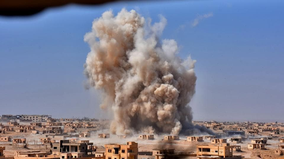 Smoke rises from buildings in the area of Bughayliyah, on the northern outskirts of Deir Ezzor on September 13, 2017, as Syrian forces advance during their ongoing battle against the Islamic State (IS) group. (George Ourfallan / AFP)
