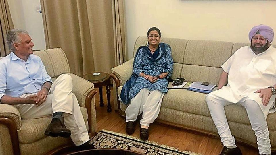 Punjab CM Capt Amarinder Singh with state party chief Sunil Jakhar and general secretary in-charge of Punjab affairs Asha Kumari in New Delhi on Sunday.