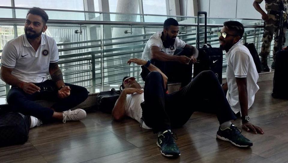 Virat Kohli and MSDhoni were seen chilling on the Chennai airport floor while travelling to Kolkata for the second India vs Australia ODI.