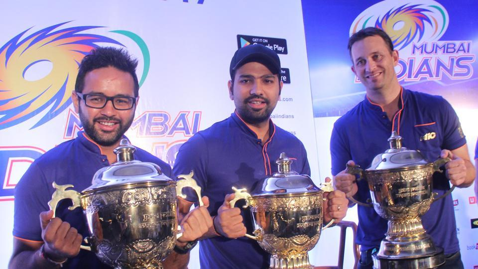 Shane Bond (right) was the bowling coach of the  Mumbai Indians team that won the 2017 Indian Premier League.