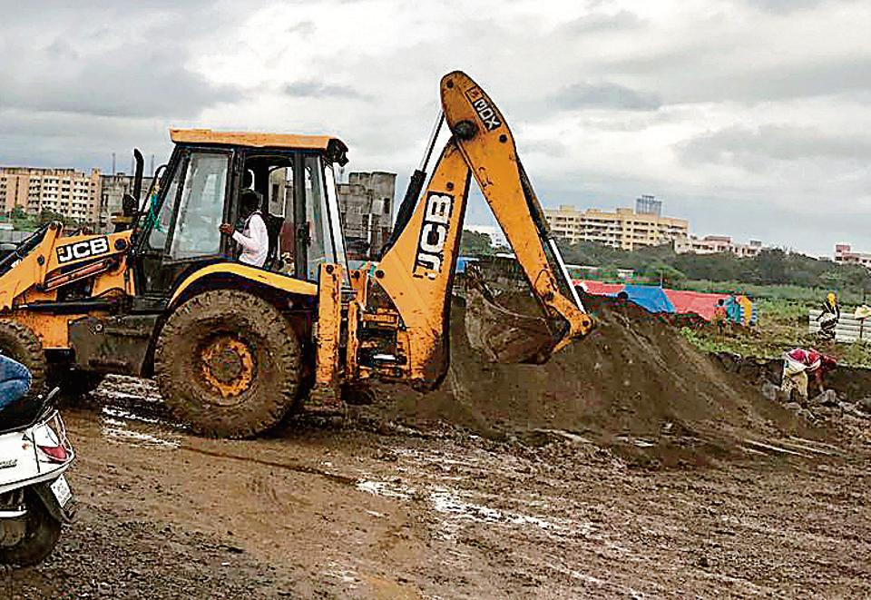 Police protection ensured that work began on the proposed site of the garbage plant in Ramtekdi.