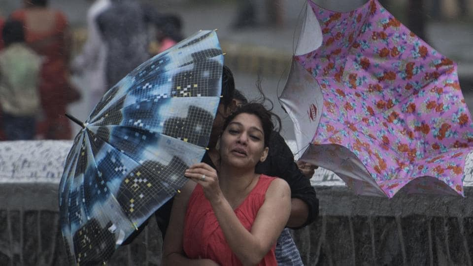 Schools and colleges in Mumbai have been instructed by the Maharashtra government to remain closed today due to heavy rains. (Satish Bate / HT Photo)