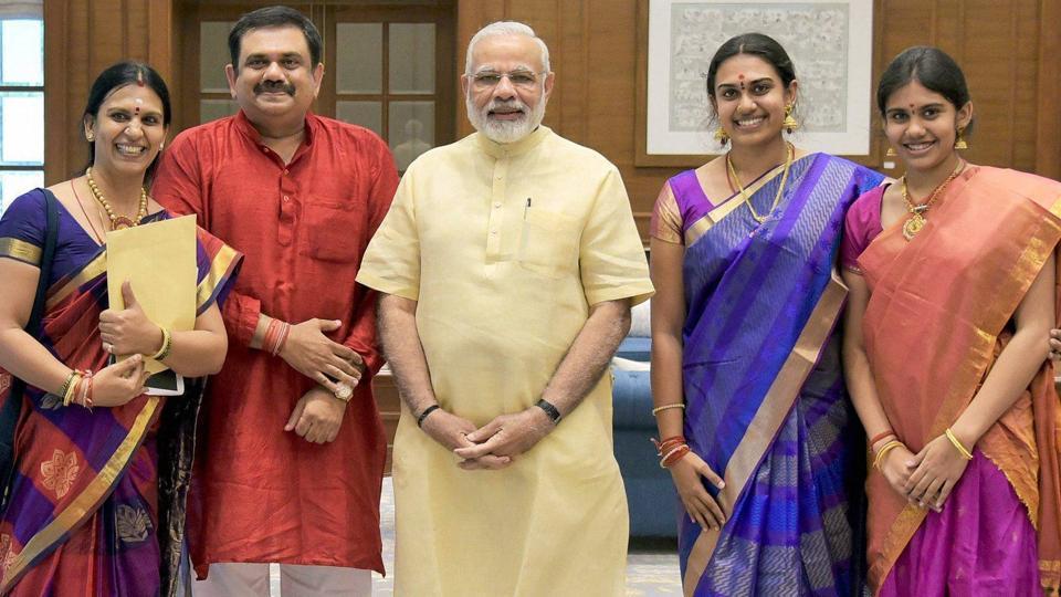 Prime Minister Narendra Modi poses with family members of Bharat Ratna, MS Subbulakshmi in New Delhi on Tuesday.