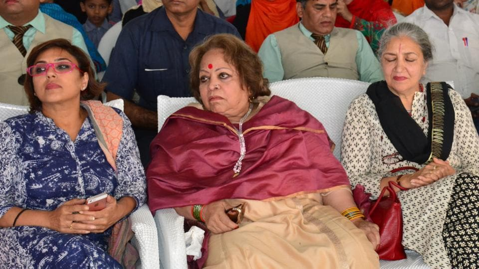 Salma Ansari (in the middle) is the chairperson of the NGO that runs the Chacha Nehru Madarsa in Aligarh.