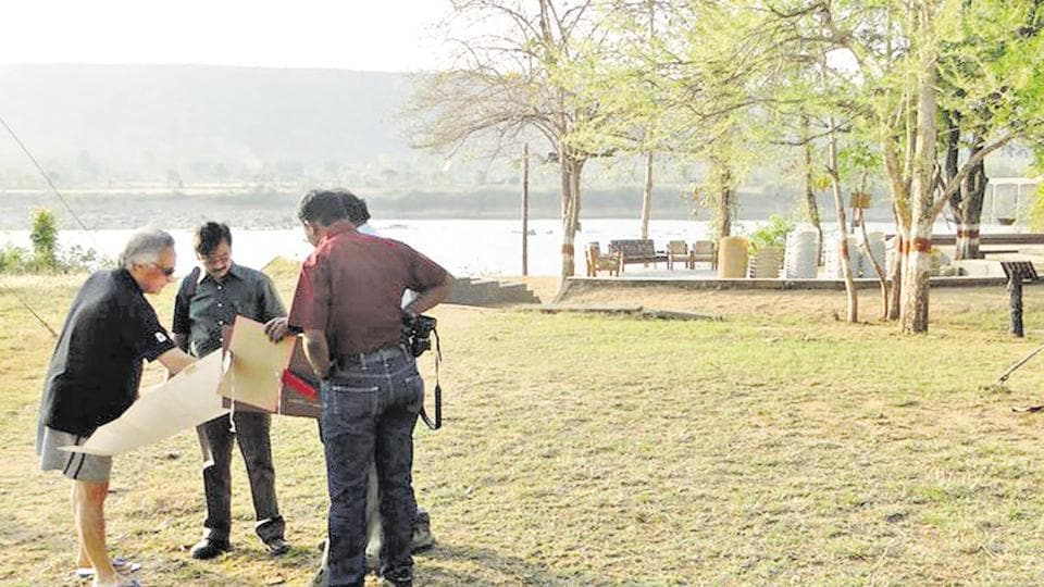 Then Union minister Jairam Ramesh studying the proposed Ken-Betwa river link project during a trip to Panna tiger reserve in 2011.