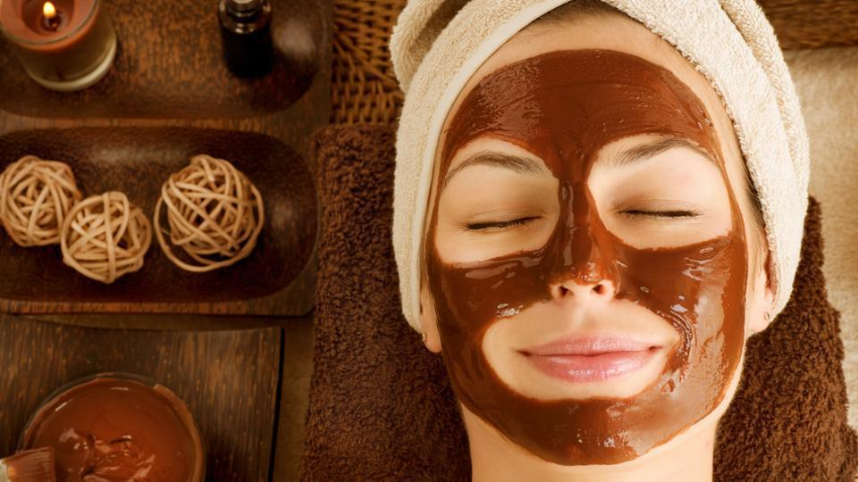 Face masks made of natural ingredients are a great way to moisturise and pamper your skin.