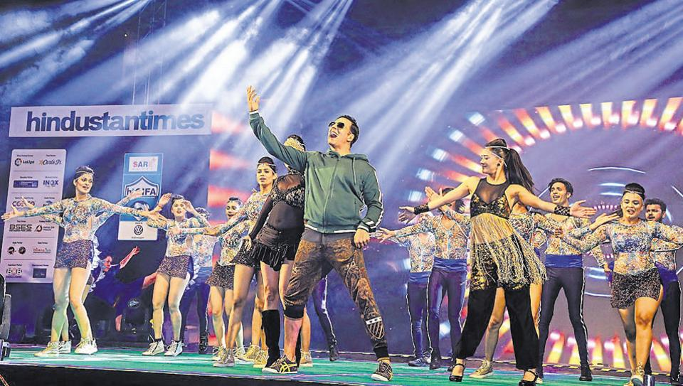 Akshay Kumat dances with the divas of Zenith dance troupe at the grand opening ceremony of HTGIFA.