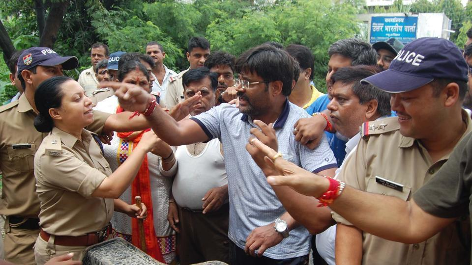 Police had to step in to keep supporters of SatpalMaharaj and Madan Kaushik at bay in Haridwar.