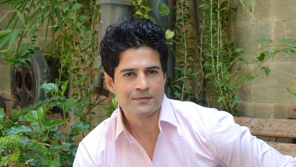 Actor Rajeev Khandelwal feels that those who criticise him, don't focus on their own lives.