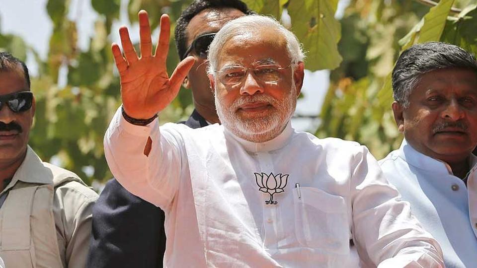 Narendra Modi,Varanasi,Mahamana Express