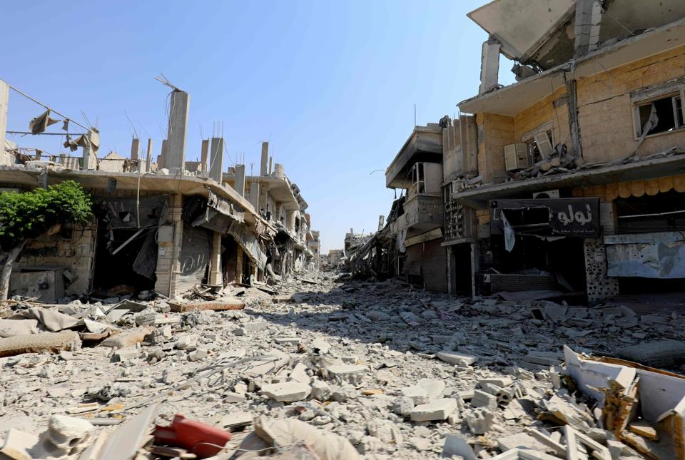 A general view shows destruction in the former Islamic State (IS) group stronghold of Raqa on September 21, 2017, as Syrian fighters backed by US special forces battle to clear the last remaining jihadists holed up in the city