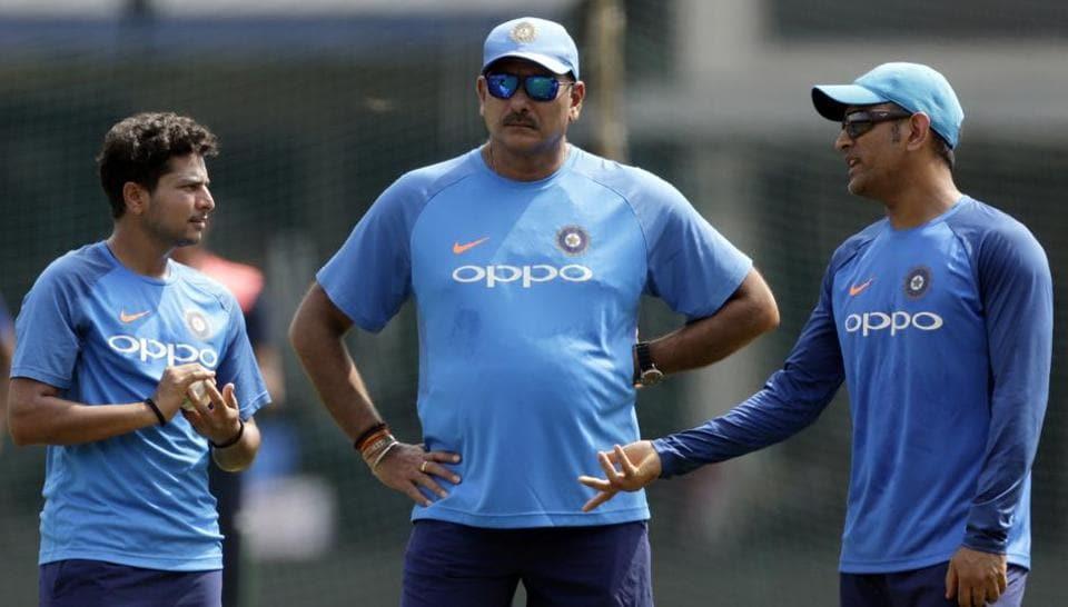 Kuldeep Yadav, Ravi Shastri and MS Dhoni strategise ahead of third India vs Australia ODI in Indore. (AP)