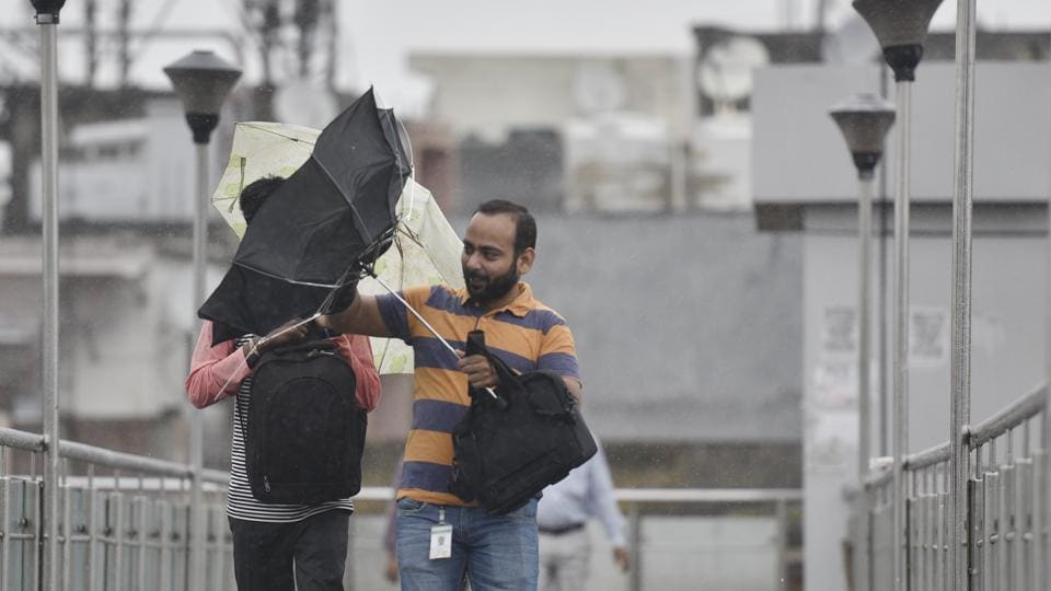 Rain and thundershowers lashed parts of Delhi-NCR on Friday morning bringing some respite from the hot and muggy weather in New Delhi, India. (Ravi Choudhary/HT PHOTO)