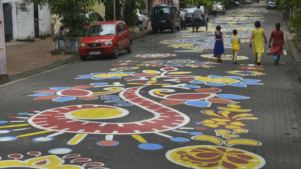More than 300 art college students drawing 'Alpona' street art on the entire stretch of lake Road at South Kolkata. (HT photo)