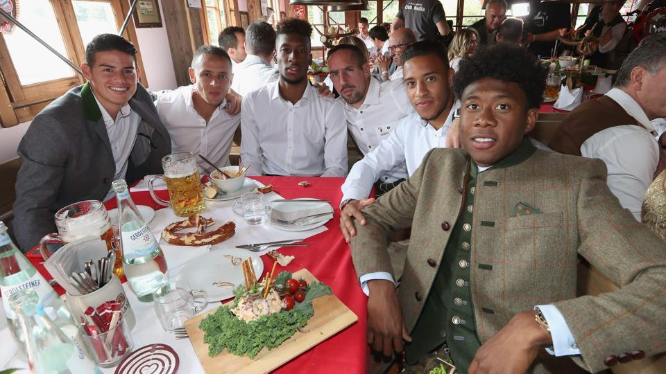 Bayern Munich's players pose during the traditional visit of FC Bayern Munich to the Oktoberfest beer festival in Munich, Germany.  (AFP)