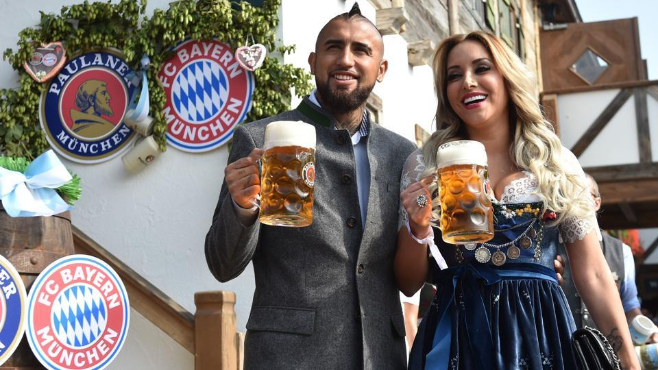 Bayern Munich's Chilean midfielder Arturo Vidal and his wife Maria Teresa Matus hold beer mugs as they pose during the traditional visit of members of German first division Bundesliga football club Bayern Munich at the Oktoberfest beer festival in Munich, Germany.  (AFP)