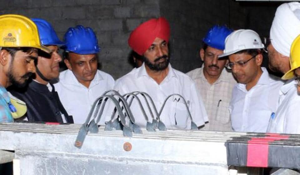 Punjab Pollution Control Board chairman KS Pannu (centre) after inaugurating the plant at Gobindgarh.