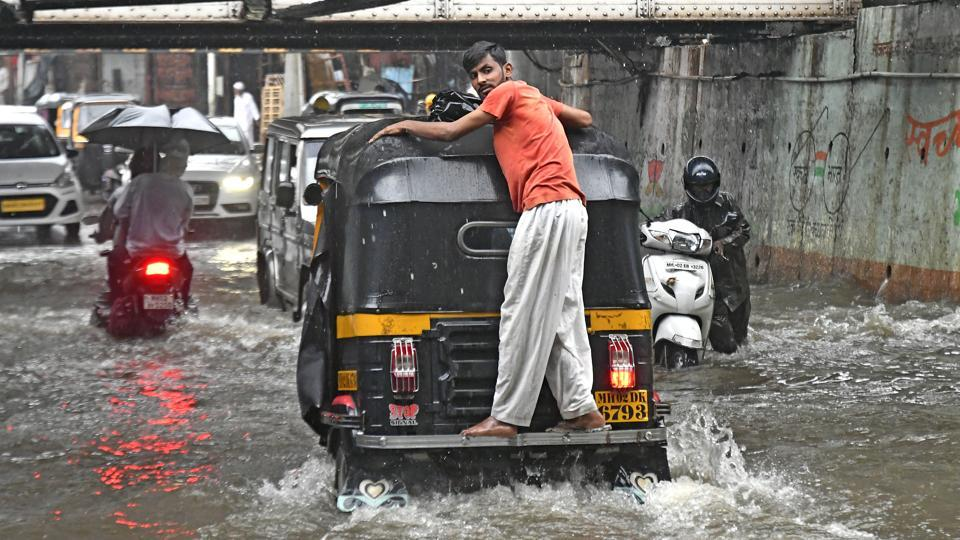 Water logging at Andheri sub-way  even after the installation of dewatering pumps by the Brihanmumbai Municipal Corporation (BMC). (Shashi S Kashyap / HT PHOTO)