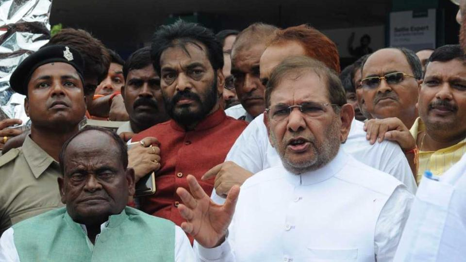 JD(U)leader Sharad Yadav (centre) with his supporters in Patna.