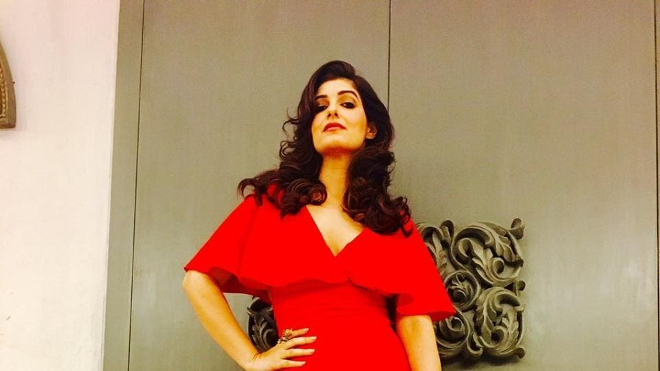 Twinkle Khanna in a stunning red dress for the Vogue Women of the Year Awards.