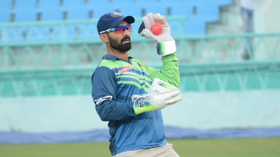Dinesh Karthik says the difference between SG and Kookaburra balls is difficult for the players to handle.